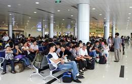 Hoãn chuyến bay: Khách hàng vẫn là người chịu thiệt