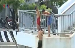 TP.HCM: Nguy hiểm rình rập từ nhảy cầu, tắm kênh