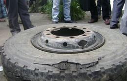 Bất chấp an toàn, nhiều xe cố tận dụng lốp cũ