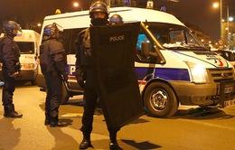 Đấu súng giữa cảnh sát và nghi phạm khủng bố ở Paris: 5 nghi can bị bắt