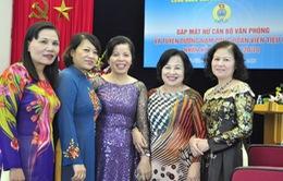 Một số cán bộ, công chức nữ được nâng tuổi hưu