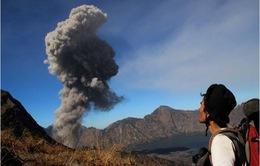 Indonesia hủy hàng trăm chuyến bay vì núi lửa