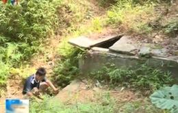 Nghịch lý người dân dùng nước bẩn bên công trình cấp nước sạch