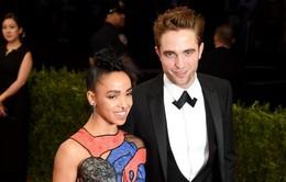 Bạn gái Robert Pattinson thú nhận chưa xem Twilight