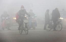 Thủ đô Bắc Kinh xáo trộn sau ban bố cảnh báo đỏ về ô nhiễm không khí