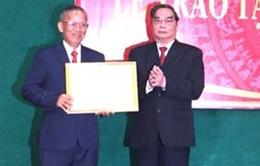Nguyên Phó Thủ tướng Trương Vĩnh Trọng nhận Huy hiệu 50 năm tuổi Đảng