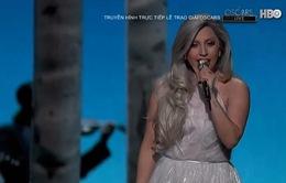 Lady Gaga thướt tha trên sân khấu Lễ trao giải Oscar 2015