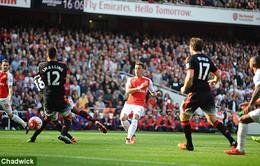 Ozil khiến Man Utd nếm mùi đau khổ