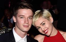 Miley Cyrus chia tay bạn trai ngoại tình