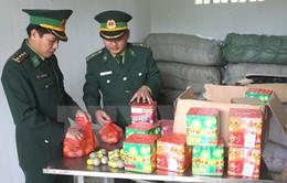 Bắt quả tang hai đối tượng người nước ngoài vận chuyển pháo lậu