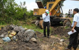 Phạt bệnh viện chôn hàng tấn rác thải y tế trái phép