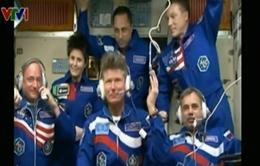 Phi hành gia Mỹ và Nga bắt đầu chuyến du hành lịch sử trên ISS