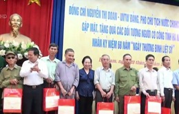 Phó Chủ tịch nước Nguyễn Thị Doan thăm, tặng quà các gia đình chính sách tại Hà Nam