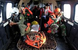 Phát hiện hai mảnh vỡ của máy bay QZ8501 dưới đáy biển
