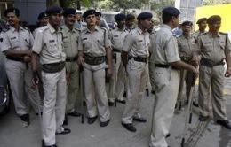 Ấn Độ: Cảnh sát phát hiện hơn 100 quả bom chưa nổ