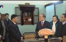 Chủ tịch Quốc hội Nguyễn Sinh Hùng dâng hương, tưởng nhớ Bác Hồ