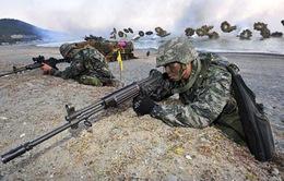 Quân đội Hàn Quốc tập trận bắn đạn thật