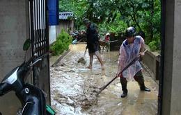 Quảng Ninh: Người dân tương trợ lẫn nhau dọn dẹp bùn đất sau mưa lũ