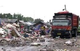 Bãi rác khổng lồ tại Indonesia – Nơi làm việc của 6.000 người