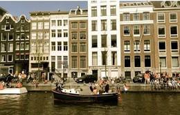 Vớt rác thải từ những con kênh ở Amsterdam
