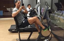 Ronaldo khoe ảnh say sưa tập gym cùng con trai