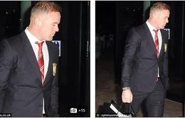 Vỡ đầu sau derby Manchester, Rooney vẫn mở tiệc linh đình