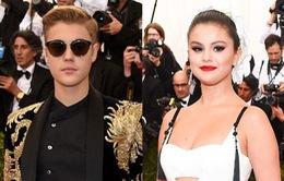 """Justin """"choáng"""" trước vẻ đẹp của Selena tại Met Gala 2015"""