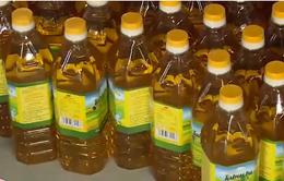 Hà Nội: Bắt hàng nghìn chai dầu ăn bẩn chờ mang đi tiêu thụ
