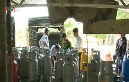 Long An: Bắt quả tang cơ sở sang chiết gas trái phép