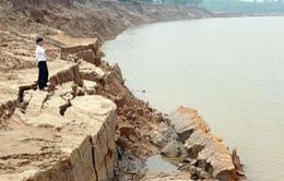 Sạt lở nghiêm trọng bờ sông, người dân Quảng Trị nơm nớp lo sợ