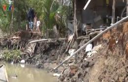 TP.HCM: Sạt lở bờ sông, 4 căn nhà bị hư hỏng nặng