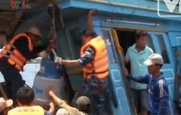 Cứu hộ thành công 13 ngư dân trên biển Phú Quý