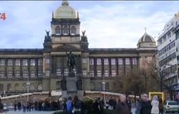 Người Việt tại Czech đề cao cảnh giác sau vụ tấn công khủng bố ở Paris