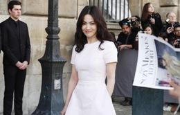 Song Hye Kyo đẹp rạng ngời tại Paris Fashion Week