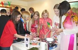 Sinh viên Nga sôi nổi tham gia thi tìm hiểu Việt Nam