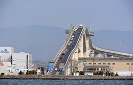 """Choáng với cây cầu """"thử gan"""" tại Nhật Bản"""