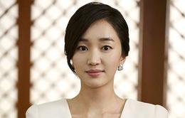 """""""Nữ hoàng nước mắt"""" Soo Ae bất ngờ gặp nạn"""