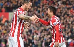 Depay mắc lỗi tệ hại khiến Man Utd bị Stoke chọc thủng lưới sởm