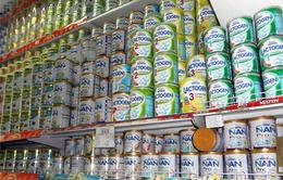 Giá sữa giảm từ 1-5,5% sau khi loại chi phí quảng cáo