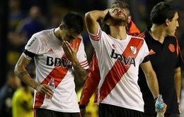 4 cầu thủ Argentina nhập viện vì bị CĐV ném pháo hơi cay
