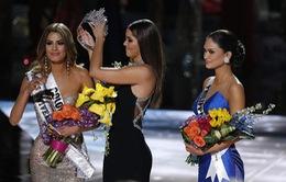 Trao nhầm vương miện ở Hoa hậu Hoàn vũ 2015: Cộng đồng mạng sốc và hoài nghi