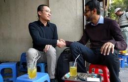 CEO Google ngồi trà chanh vỉa hè ở Hà Nội - Một nét văn hóa rất thú vị!