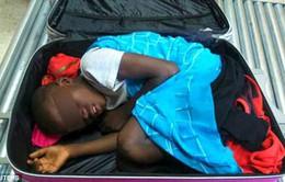 Tây Ban Nha: Phát hiện mộtcậu bétrong vali tại cửa khẩu Cueta