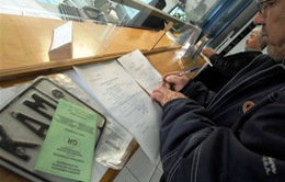 Người dân Hy Lạp ồ ạt trả biển số xe để tránh phí