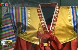Giáo sư Nhật Bản tặng bộ sưu tập quý cho Bảo tàng Dân tộc học Việt Nam