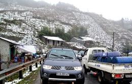 Lào Cai: Tắc đường lên Sa Pa do tuyết rơi