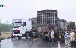 TT-Huế: Hai xe tải tông trực diện, 1 tài xế bị thương nặng