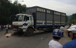 Xe tải đâm xe máy, 4 người trong một gia đình tử vong