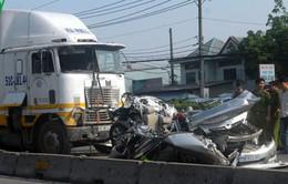 TP.HCM: Container tông ô tô, 5 người trong gia đình thiệt mạng