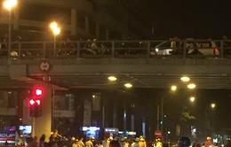 Đâm liên hoàn trên cầu vượt Thái Hà, lái xe nhảy cầu tự tử